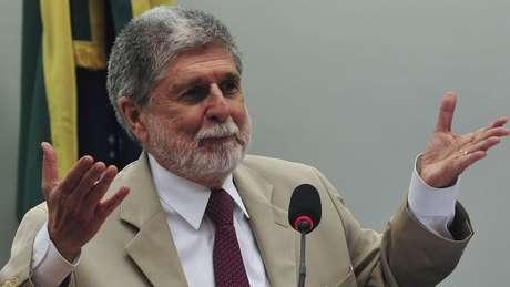 Ex-ministro da Defesa, Celso Amorim classifica desfile como 'absurdo total' e 'ameaça de golpe'