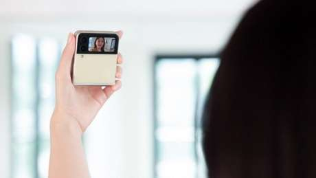 Galaxy Z Flip 3 tem tela externa maior