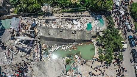 Imagem aérea mostra destruição de um bloco inteiro