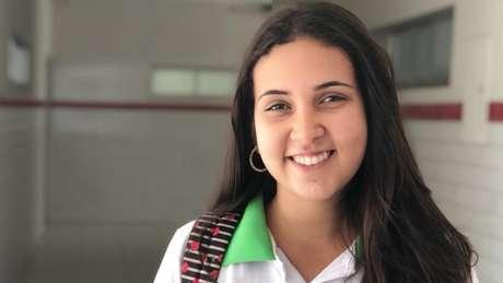 Rafaela está conciliando a conclusão do ensino médio com um trabalho na área de tecnologia da informação. 'Sem pandemia, estaria me dedicando 100% ao Enem', diz.