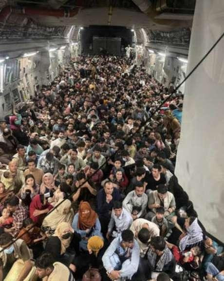 1906311726 459150d78a459790446da401d60cbdb8 - Foto de avião militar dos EUA mostra drama do êxodo afegão