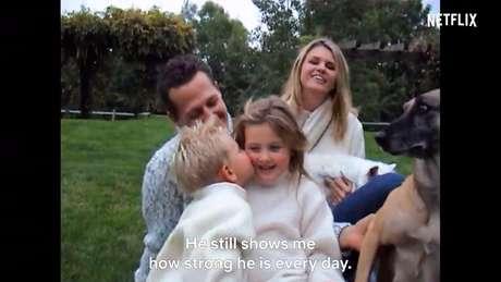 A esposa, Corinna, e os filhos Gina-Maria e Mick dão depoimentos no documentário
