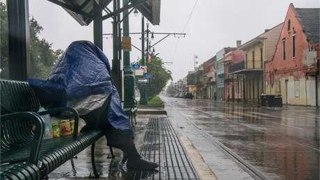 As ruas de Nova Orleans ficaram desertas no domingo