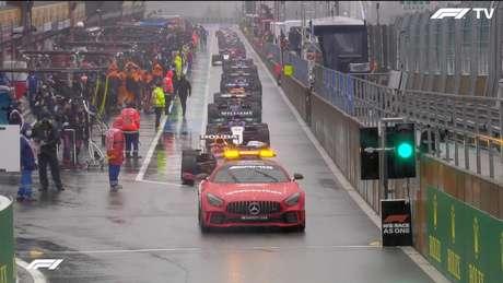 Después de tres horas y 17 minutos de espera, la F1 fue a intentar correr en Spa.