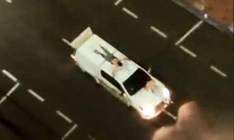 Amarrados em carros, reféns foram feitos de 'escudo humano' para impedir ataques da polícia contra os criminosos.