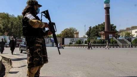 Talebã tem usado redes sociais para moldar percepções internacionais, amplificar sua mensagem e, segundo relatos, perseguir opositores