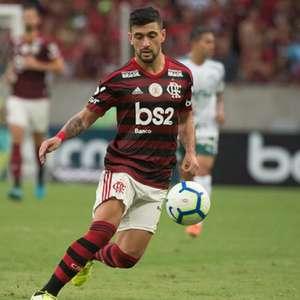 Justiça bloqueia R$ 10 mi da venda de Arrascaeta ao Flamengo