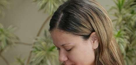 Auto drenagem facial alivia o inchaço em mulheres grávidas