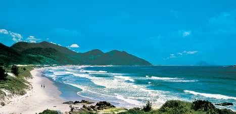 Veja praias brasileiras para viajar com a família