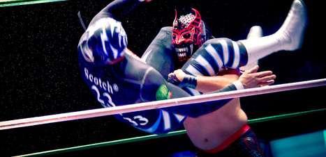 Lutadores mascarados arrastam multidões na Cidade do México