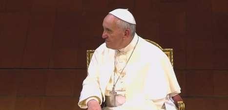 Papa pede respeito às religiões e diálogo entre políticos e manifestantes