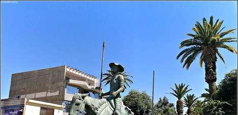 Dom Quixote e João Paulo II desfilam pelas ruas de Torreón