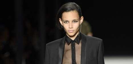 Paris se despede de Marc Jacobs com preto, branco, brilho e cores misturadas