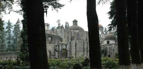 Mosteiro abandonado é atração de parque da Cidade do México