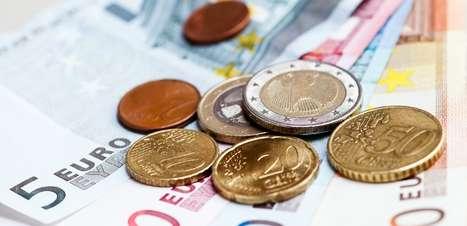 Investir o 13º salário em dólar é operação de risco