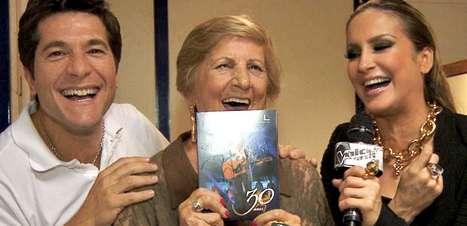 Avó de Claudia Leitte tieta Daniel nos bastidores do 'The Voice'