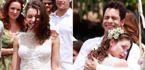 'Amor à Vida': de vestido de renda, Linda se casa com Rafael