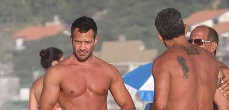 Malvino Salvador e Kyra Gracie curtem dia de sol no Rio