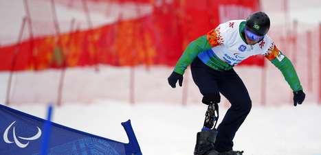 Com comoção, brasileiro fica em 28° no snowboard paralímpico