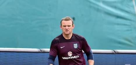 Rooney se coloca à disposição para jogar em qualquer posição