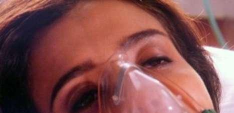 'Império': Cora acorda de cirurgia e faz acusação