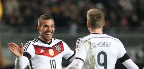 Hoje tem selfie! Podolski marca e evita derrota da Alemanha