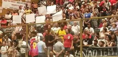 Professores ocupam Assembleia Legislativa de São Paulo