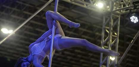 Concurso de pole dance vira sensação no 'Arnold Classic'