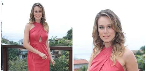 Mariana Ximenes usa vestido de R$ 2,9 mil em feijoada