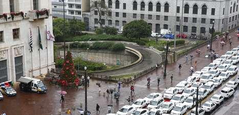 SP: taxistas protestam contra proposta de regulamentar Uber