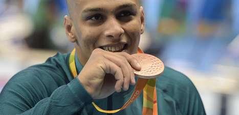 Após ouro de Daniel, Italo Pereira é bronze nos 100m costas