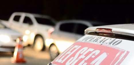 Bombom de licor livra motorista de punição em blitz no Rio