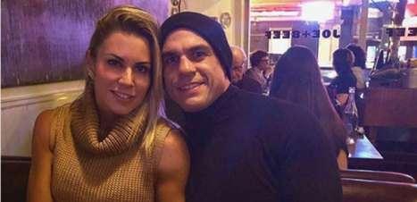 Após quase 20 anos, Belfort renova os votos com Joana Prado