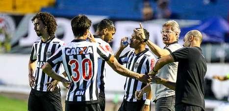 Sem titulares, Atlético-MG decepciona na estreia e só empata