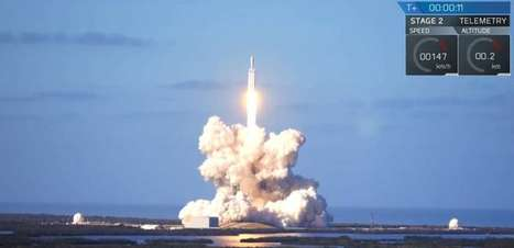 Foguete mais poderoso do mundo lança carro ao espaço