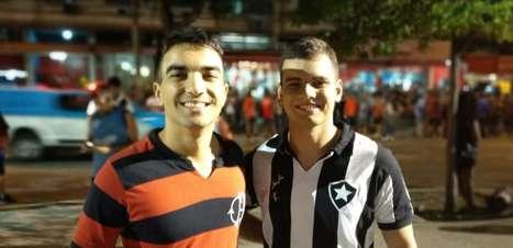 Flamengo e Botafogo se unem na torcida pelo Uruguai no Maracanã