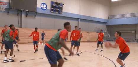 VIRAL: Futebol: Lewandowski mostra que é fera também no basquete