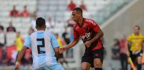Athletico-PR ganha do Londrina e segue invicto no Paranaense