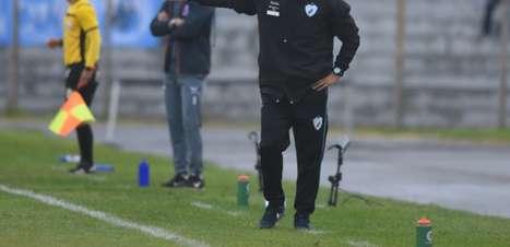 Em quarentena, técnico do Londrina revê jogos do clube no Paranaense e finais das Copas do Mundo