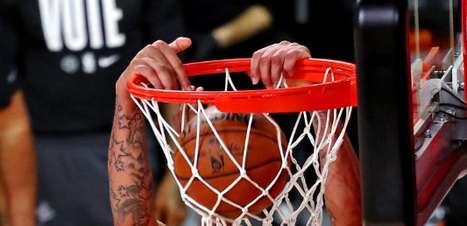 Com Davis mais tempo em quadra, Lakers enfim vence na NBA