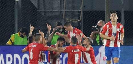 Com gols no 2º tempo, Paraguai e Peru empatam na abertura