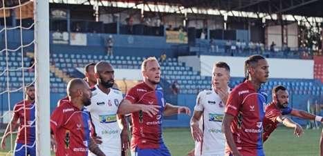Após sete temporadas na Europa, lateral estreia pelo Paraná e avalia volta ao Brasil