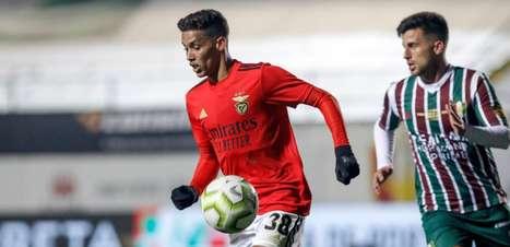 """Empresário de Pedrinho fala sobre o momento do jogador no Benfica e afirma: """"Ele está feliz"""""""