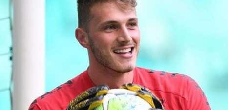 Goleiro Bento renova com o Athletico até 2024