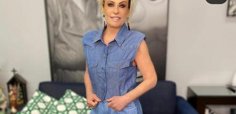 Ana Maria Braga veste look jeans com camisa de R$ 119,99