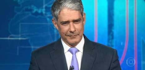 William Bonner comete erro no Jornal Nacional e dá risada ao vivo