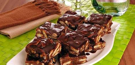 Receita de palha italiana com calda de chocolate