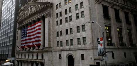 Dow Jones encerra em máxima recorde; Nasdaq recua com ações de tecnologia