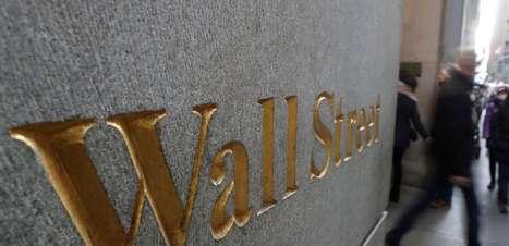 Wall St abre estável após dados de pedidos de auxílio-desemprego; farmacêuticas ampliam queda