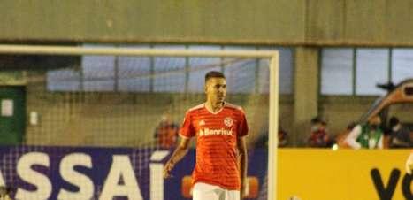 Tiago Barbosa e Estêvão comemoram goleada do Internacional nas oitavas da Copa do Brasil Sub-20